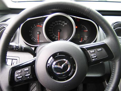 Mazda CX-7 mittarit