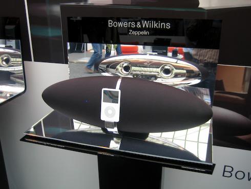 Toys4Boys B&W Zeppelin