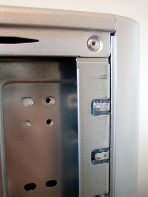 Fujitsu-Siemens Scaleo Pi2666 kotelon kiinnitykset