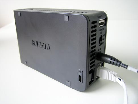 Buffalo LinkStation Mini 1TB piuhat kytkettynä