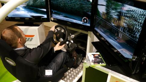 Forza 3 ja Fanatec:n ratti sekä polkimet.