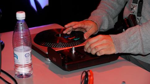 DJ Hero miksauspöytä.