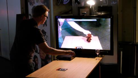 PS3:n EyePet tottelee PlayStation Eye kameran kautta tehtyjä komentoja.